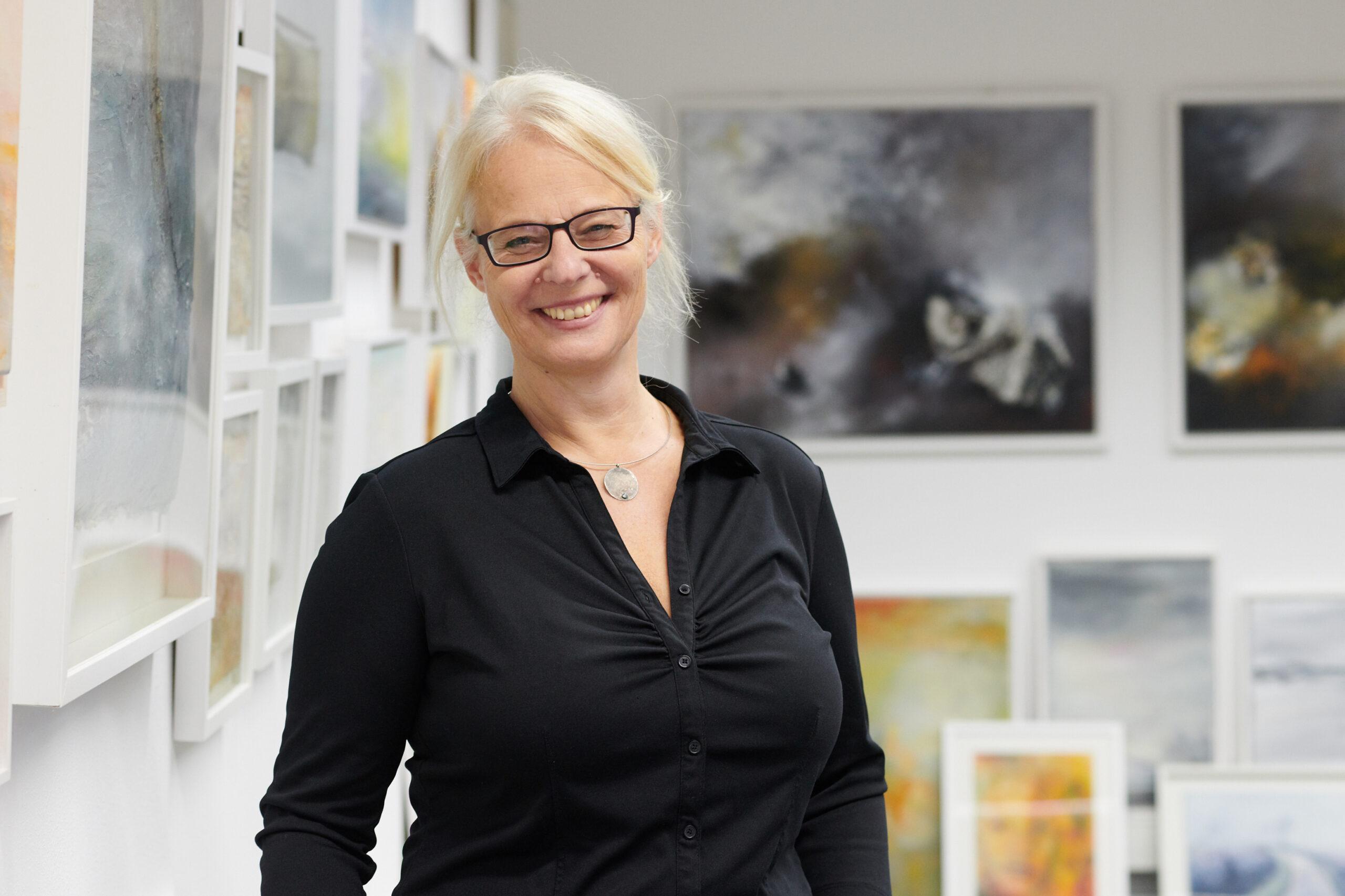 Dagmar Reiche in ihrer Galerie