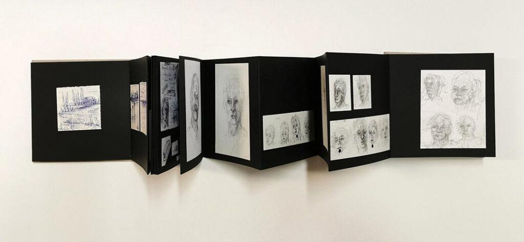 kunstreiche Eine Serie von Arbeiten mit Aquarellfarbe auf Papier in sehr kleinem Format; Leporello Köpfe